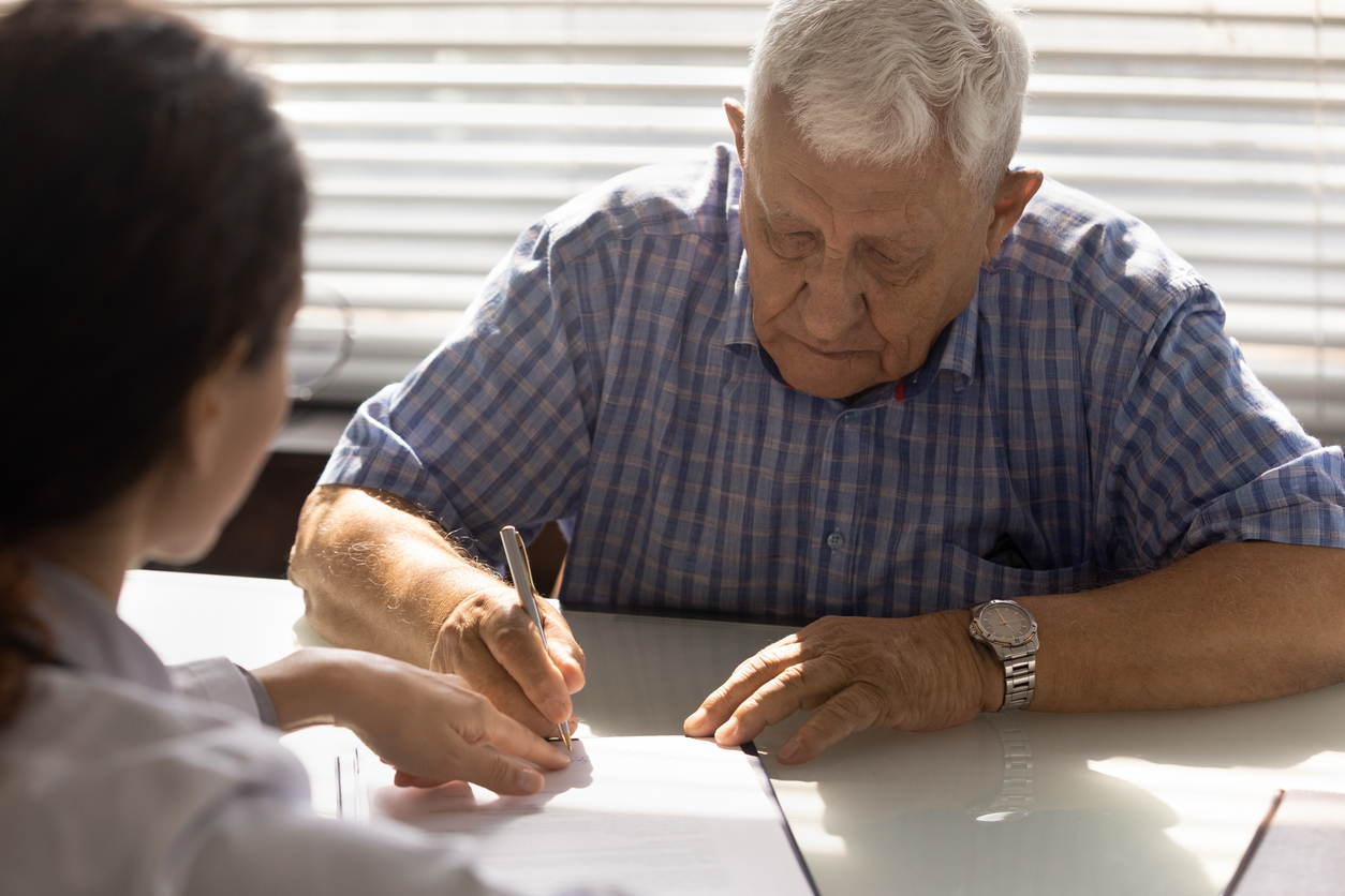 retired man signing up for medicare